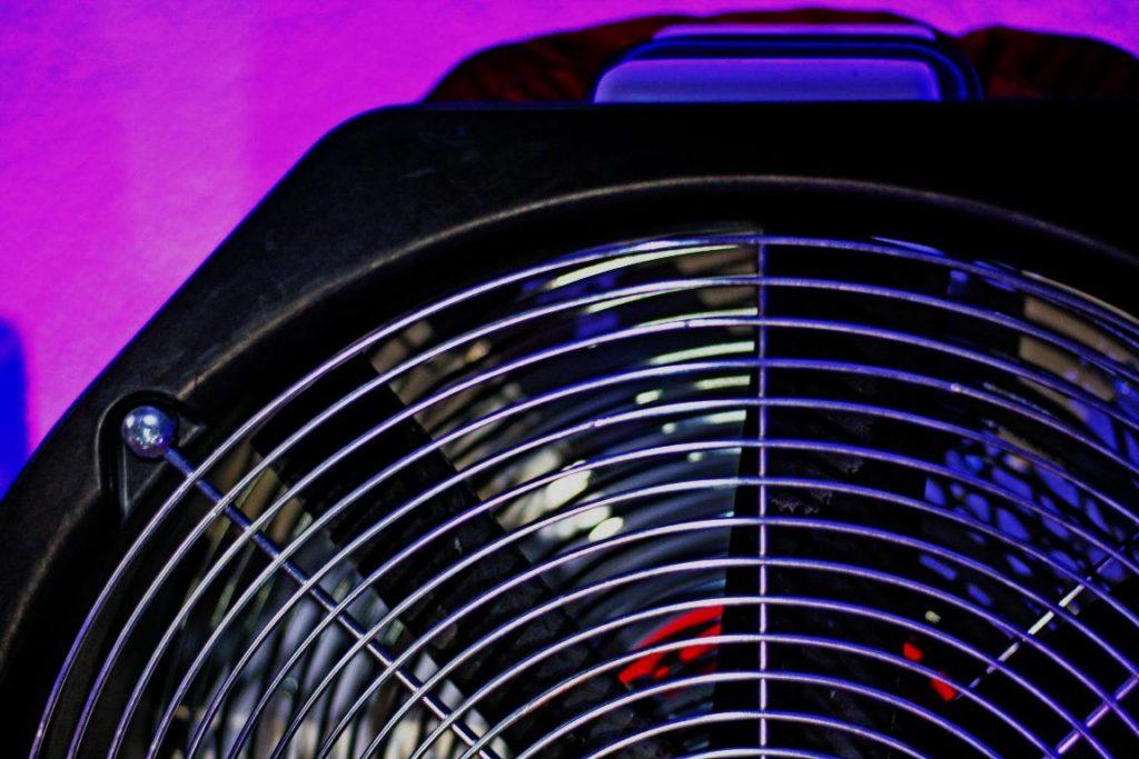 Luftwechselratenprüfung im Blower-Doorverfahren