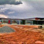 große Schulgebäude